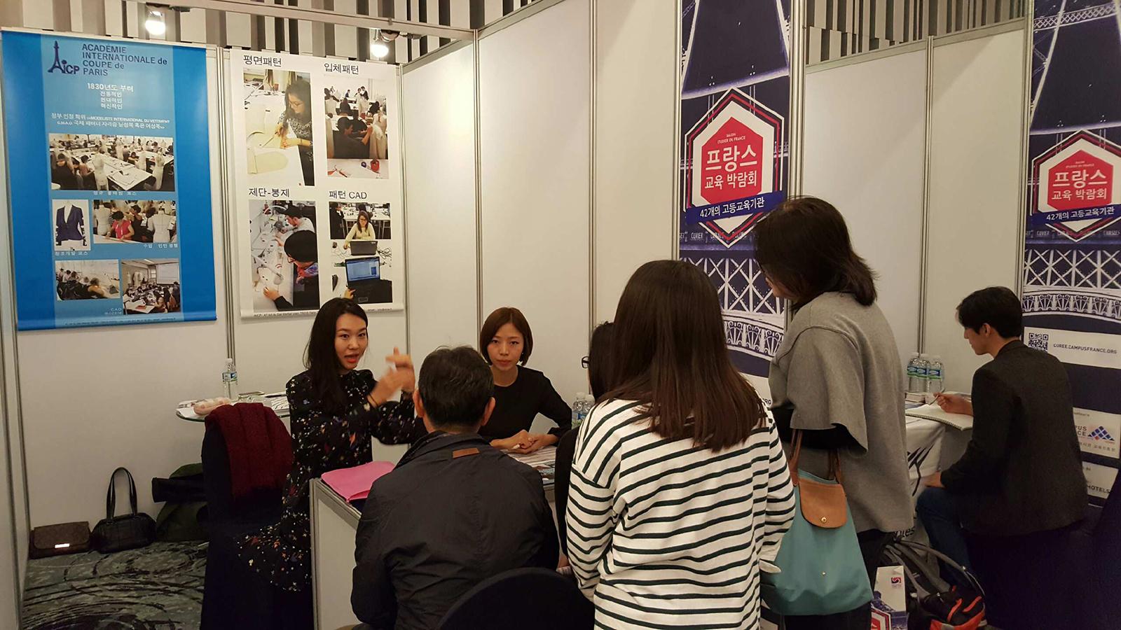 Stand de l'AICP au salon Européen de l'éducation de Séoul