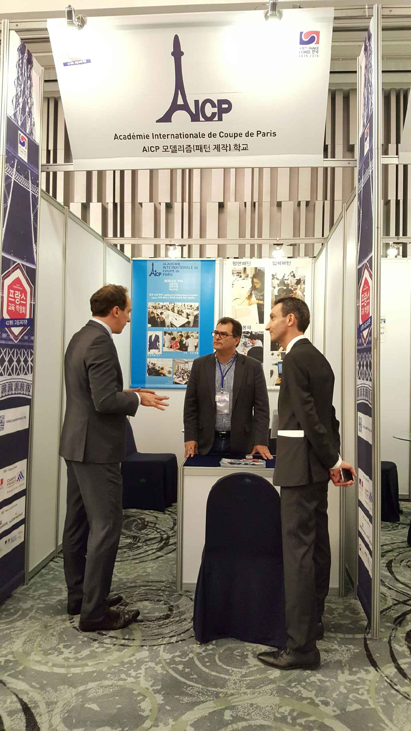 M. Penone (ambassadeur de France en Corée du Sud) et M. Levy (AICP) en grande discussion